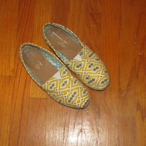 TOMS slip-on yellow print size 7.5 good condition